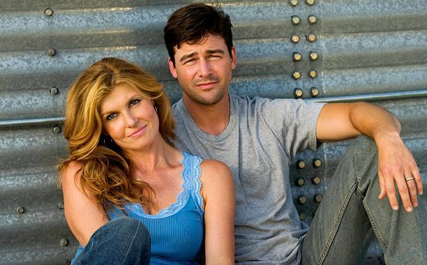 Back in the '00s, Coach Taylor and wife Tami had THE best on-screen marriage ever.