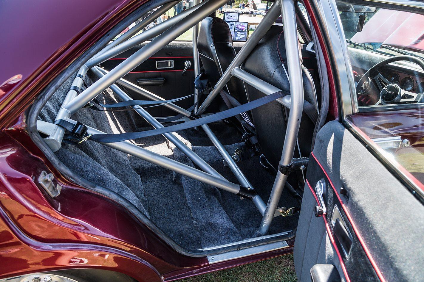 Chrysler Centura roll cage