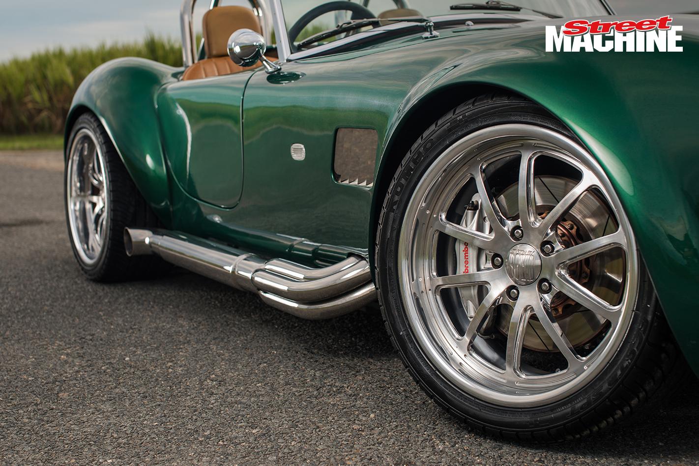 V10 Cobra wheel