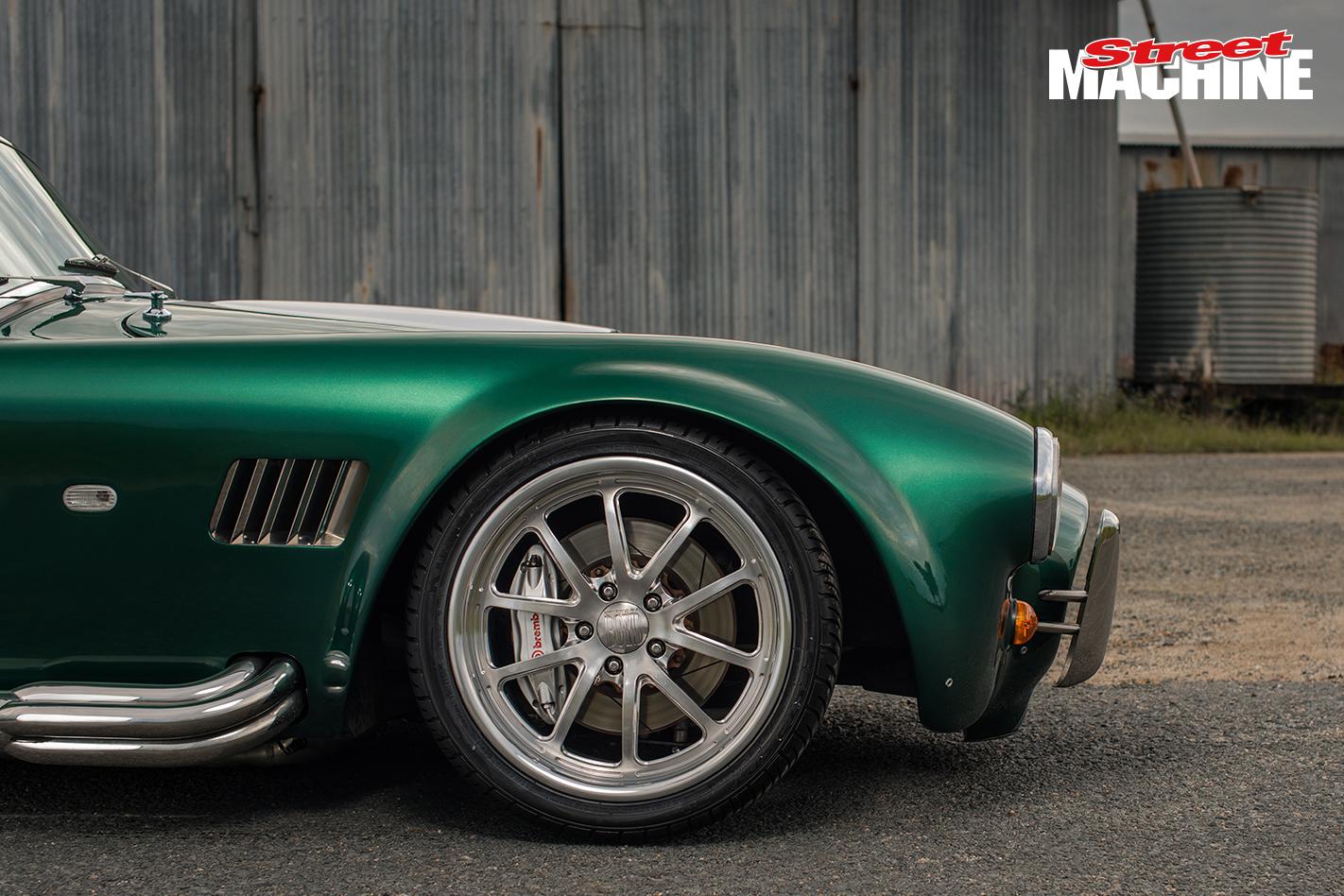 V10 Cobra front wheel