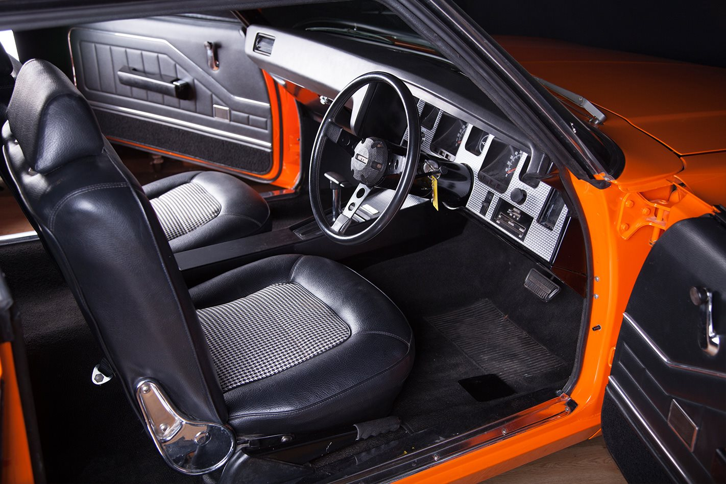 Holden HQ Monaro GTS interior
