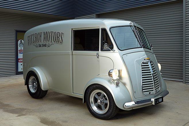 Morris J-van front