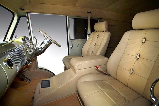 Morris J-van interior