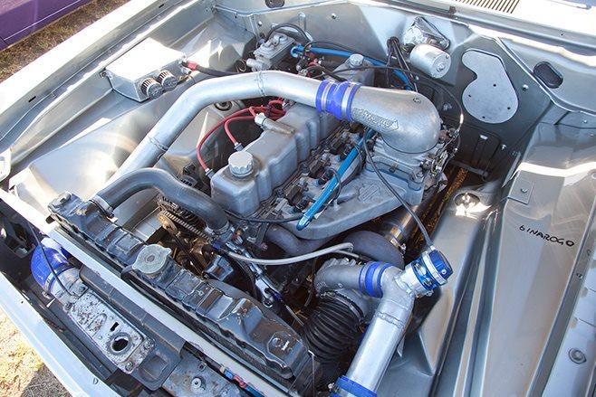 Chrysler VG Valiant engine