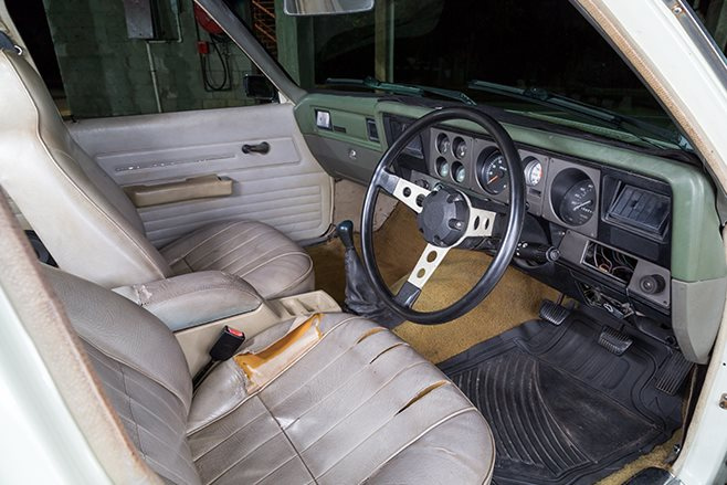 Holden HZ Kingswood interior