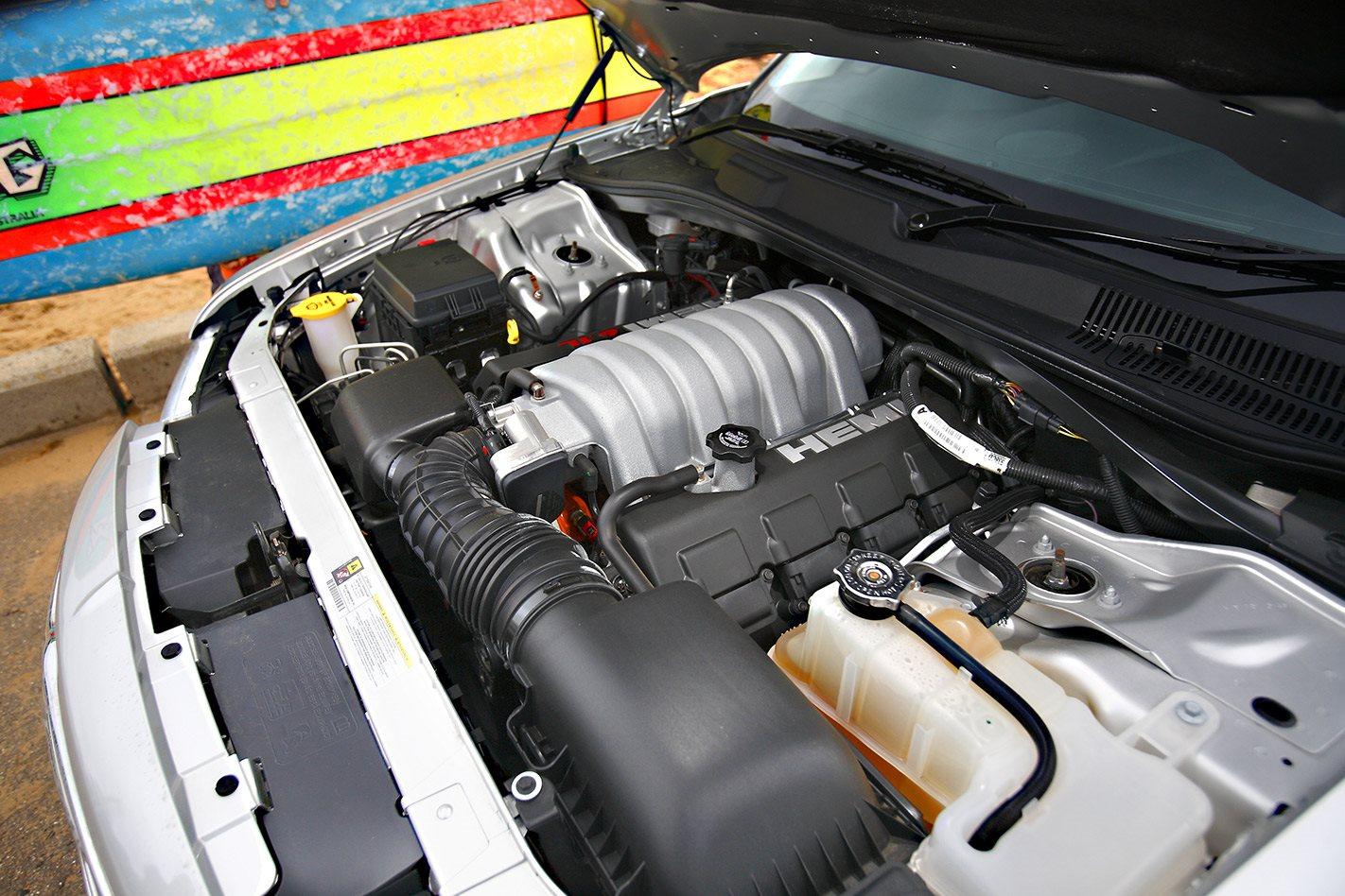 2005 chrysler 300 srt8 engine