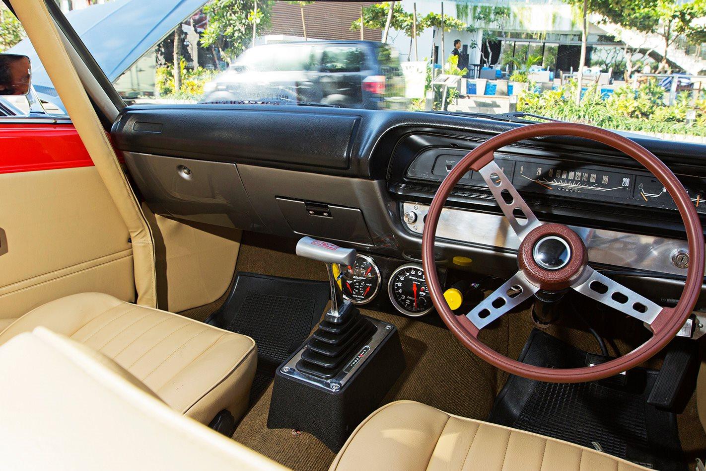 1974-VJ-Regal-Valiant-interior.jpg