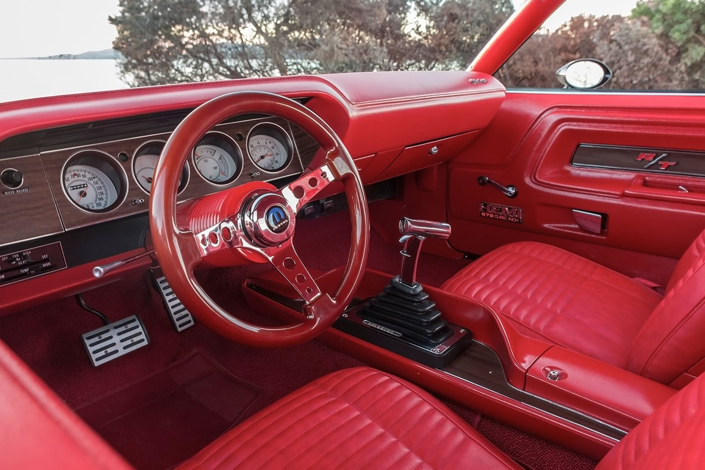 700hp gen iii hemi powered 1970 dodge challenger r t for Black dodge challenger with red interior
