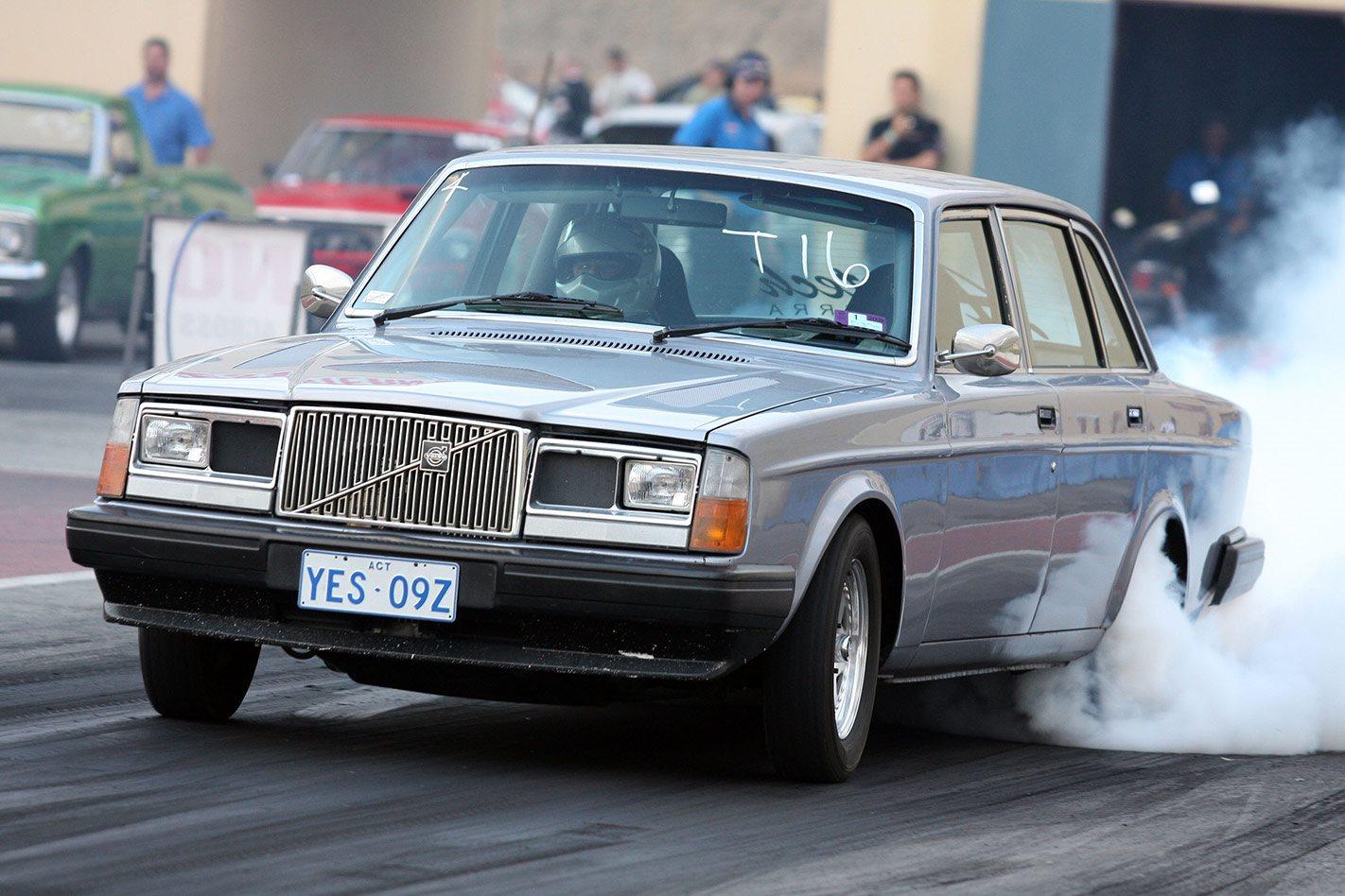 RANGE ROVER TWIN-TURBO V8-POWERED 1976 VOLVO 264