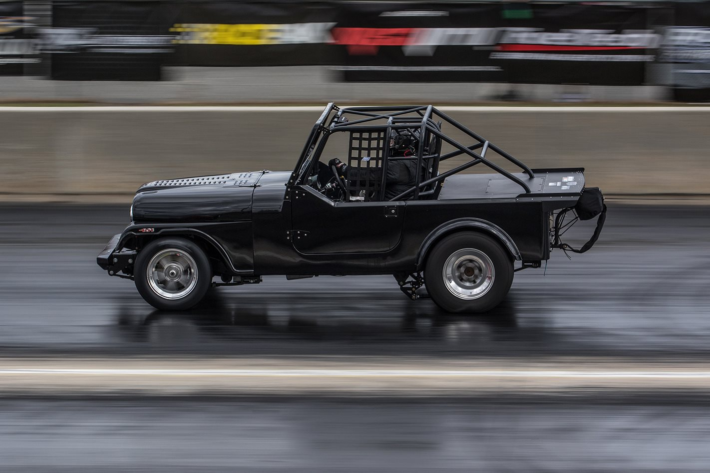 wheelstanding Jeep on radials