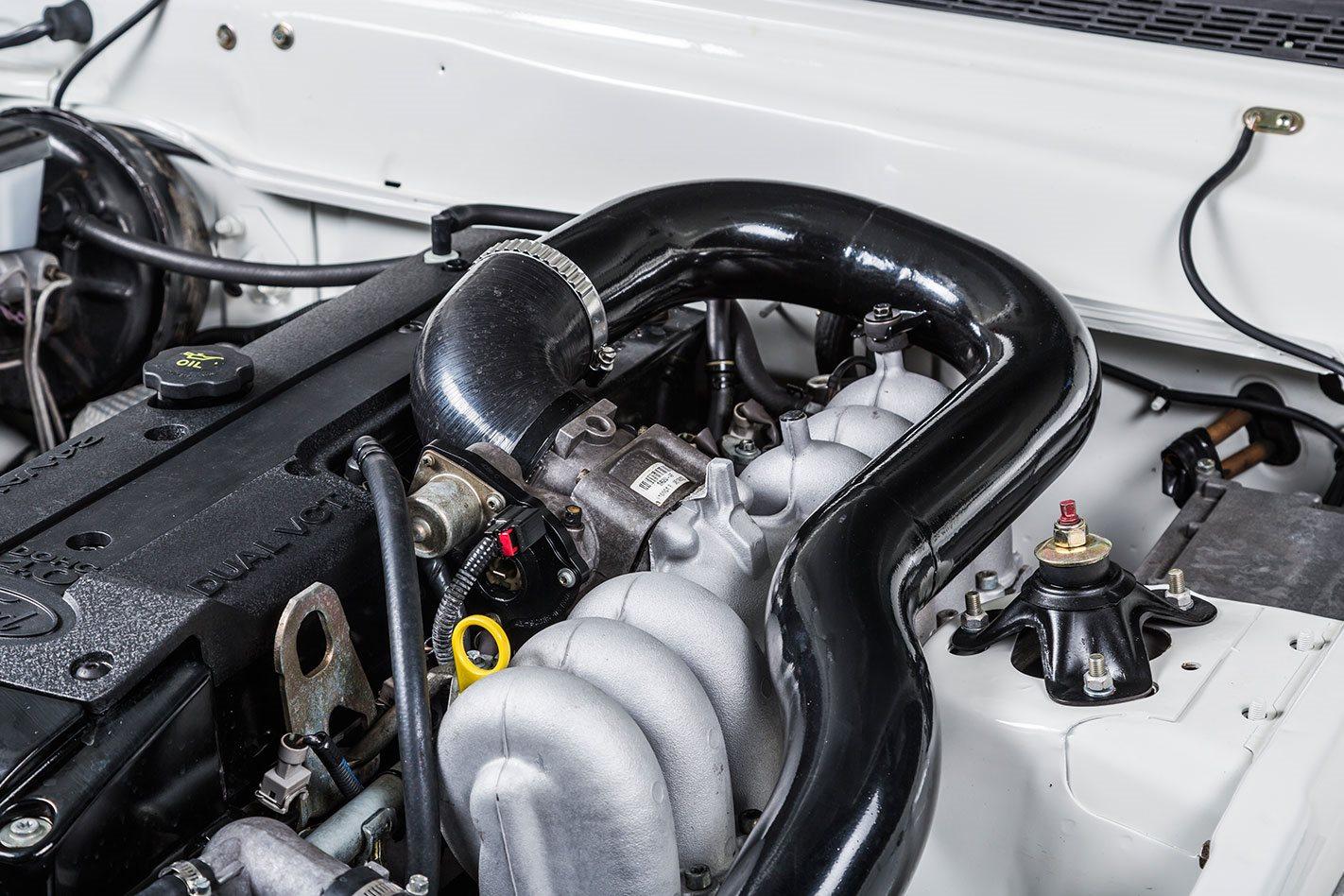 Falcon XE ute engine