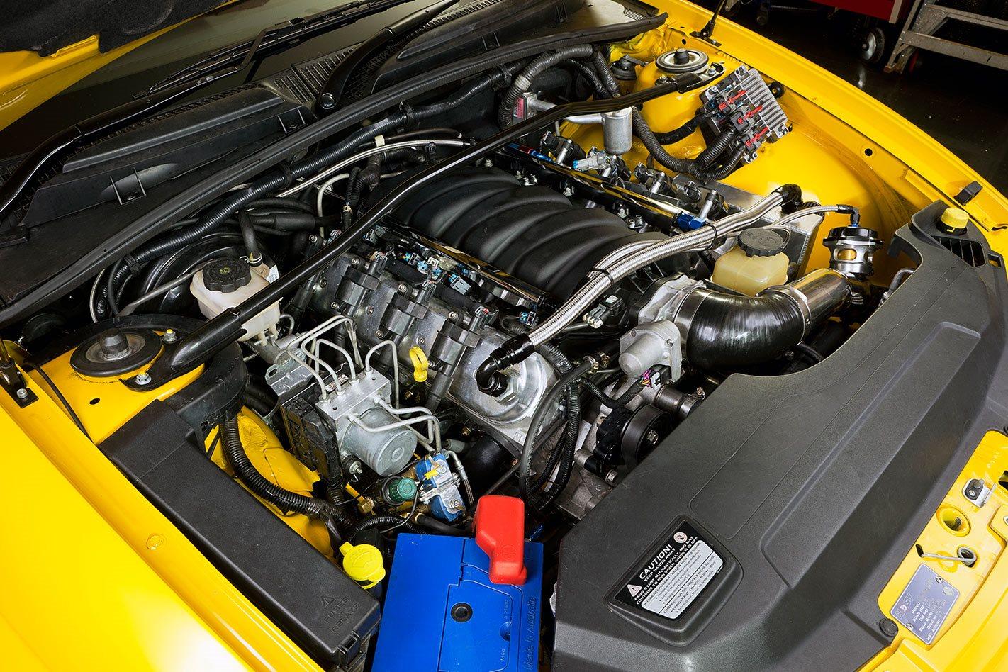 VZ HSV GTO engine bay
