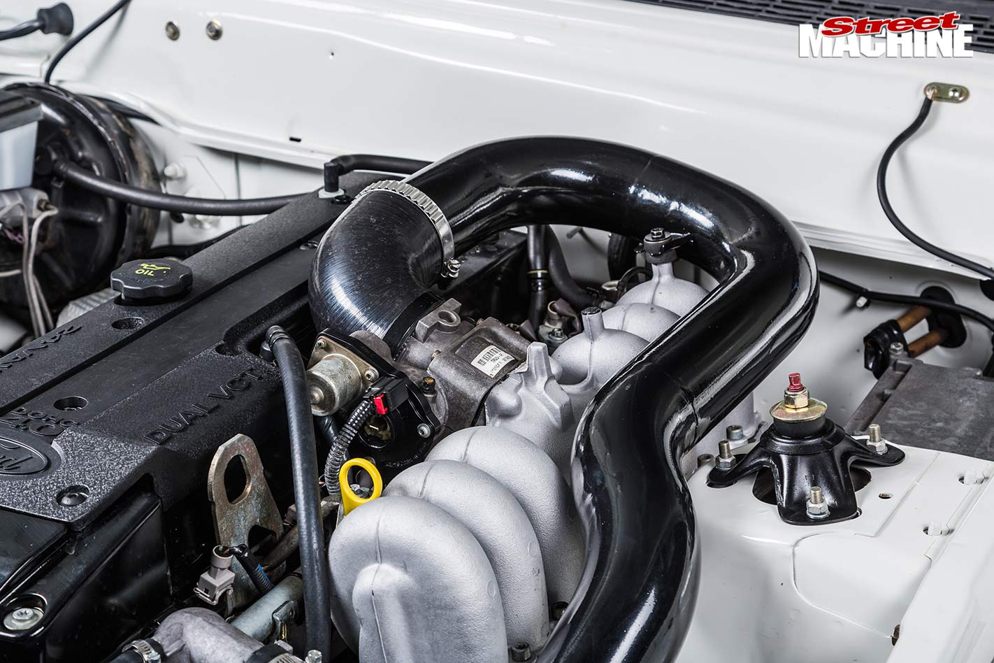 Ford Falcon XE ute engine bay