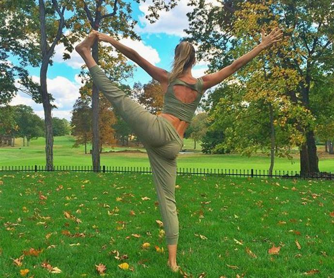 Gisele Bundchen makes side balances look like a walk in the park, literally.