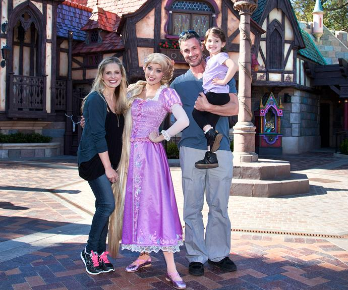 "Awww too sweet. Sarah Michelle Gellar with hubby ‎Freddie Prinze, Jr. and their daughter Charlotte, having a ""tangled"" time with Rapunzel."