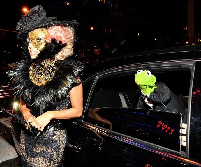 Not even mad! Kermit the Frog is the King of snap sabotage while Lady Gaga poses for photos at the 2009 MTV Video music awards.
