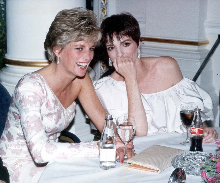 Or bring out laughter in Hollywood royalty. Diana shares a chuckle with the legendary Liza Minnelli.