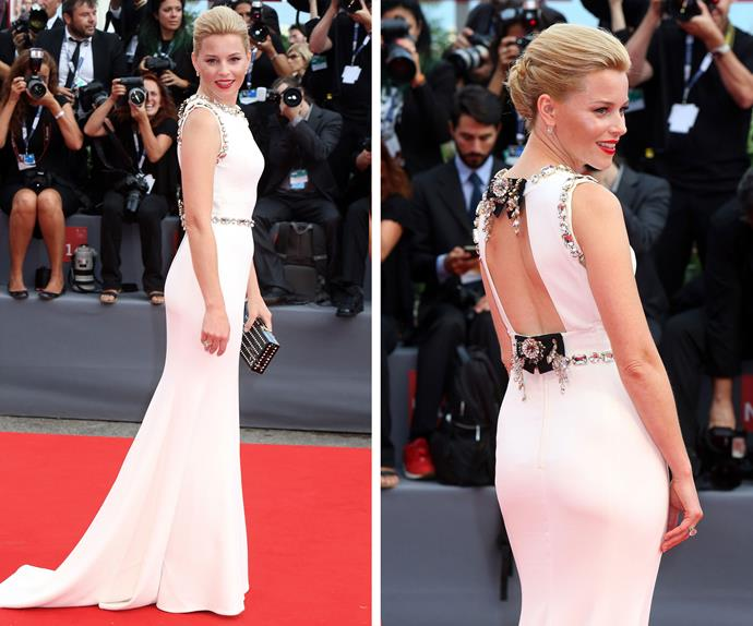 Elizabeth Banks was a dream in white and it seems she has penchant for high fashion in this stunning backless Dolce & Gabbana gown.