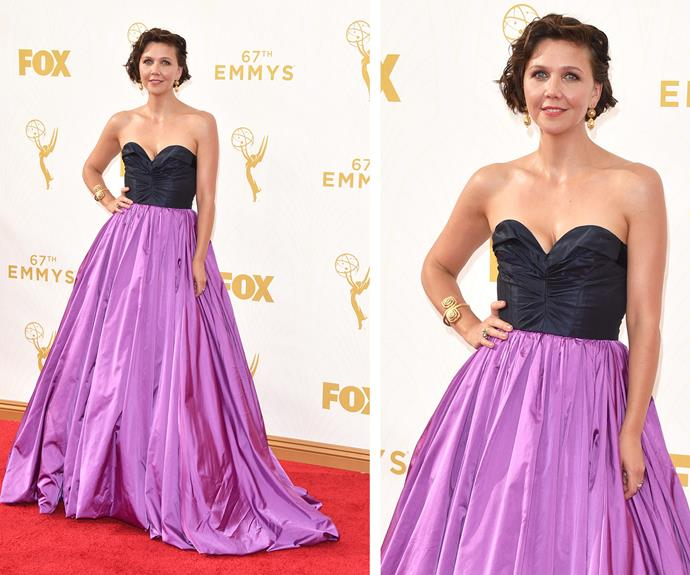 Hollywood glamour has arrived. Maggie Gyllenhaal brings a huge dose of chic in this strapless gown, which features a fitted bodice and dramatic skirt. We love the mod twist with the use of colour blocking. How good does she look in lilac!?