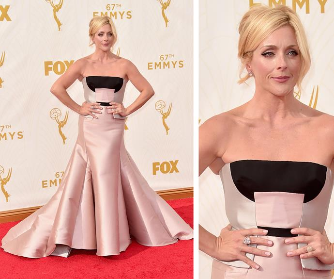 Resident Emmy's queen, Jane Krakowski is unbreakable in this mod strapless gown.