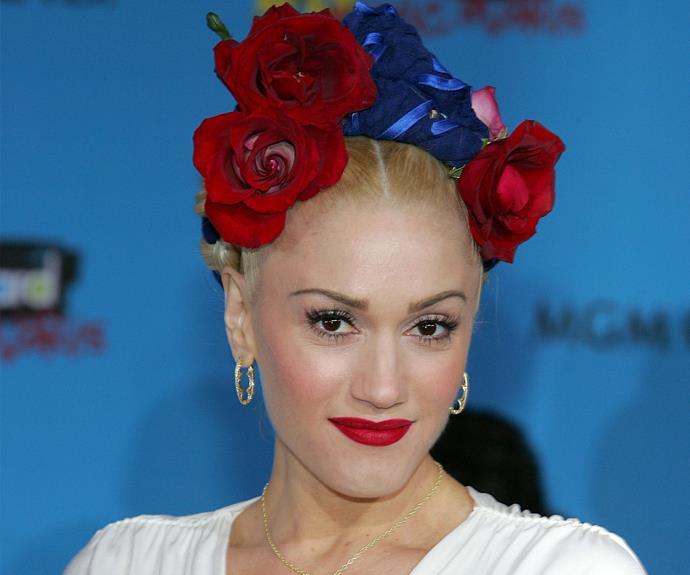 Gwen Stefani transform her hair into a still art piece.