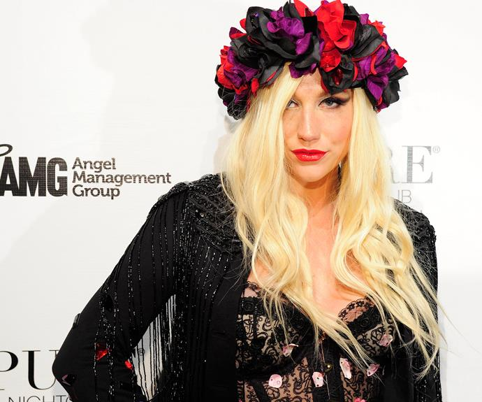 Kesha keeps sun safe with a bunch of blooms.