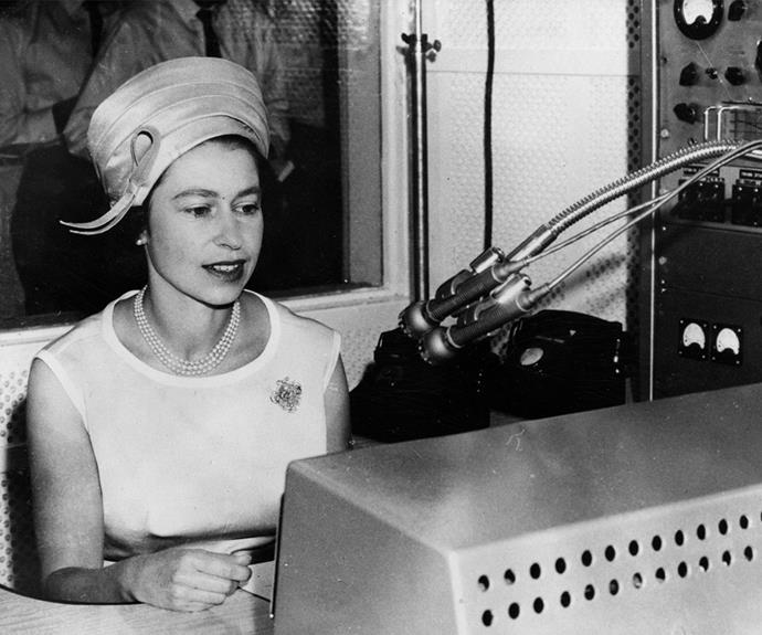 Never afraid to roll her sleeves up and get in on the action, in 1963 the Queen used a Flying Doctor radio to address the people of Alice Springs during her visit.