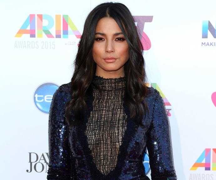 Jessica Gomes was every the part a sultry supermodel thanks to this racy plunging frock.