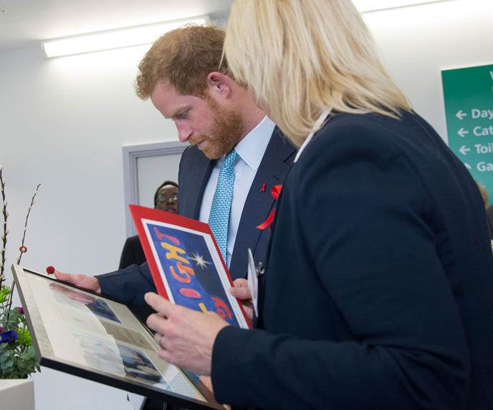 The 31-year-old royal was gifted with a framed photographs of his late mother taken during her visits to the hospice and a Christmas card.
