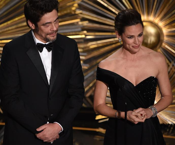 The [newly single](http://www.womansday.com.au/celebrity/hollywood-stars/jennifer-garner-finally-opens-up-on-her-divorce-14793) Jen Garner was radiant alongside Benicio del Toro.