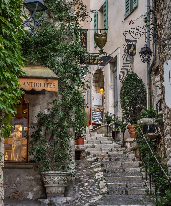 Talk about romantic! Jerry and Rupert have jetted to the idyllic Saint Paul de Vence in France for their honeymoon.
