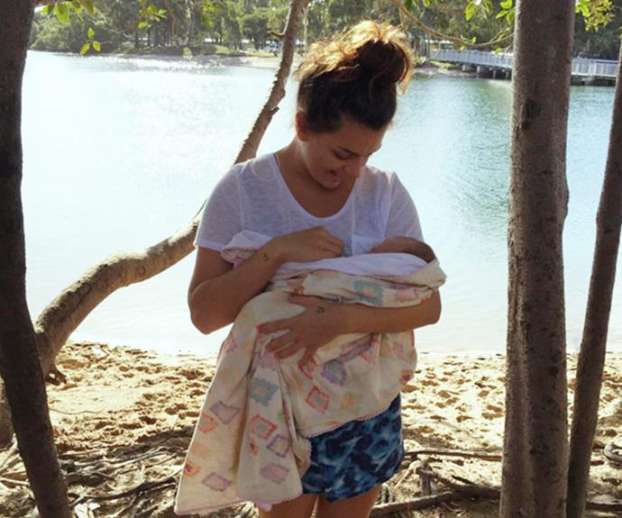 The new mum looked totally at ease in a white T-shirt and patterned shorts.