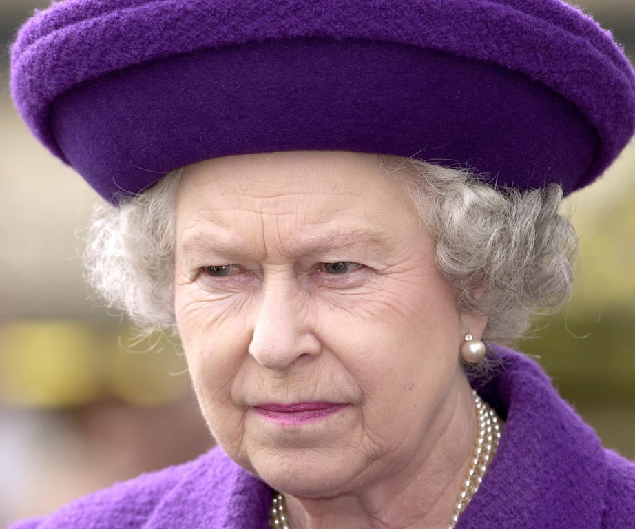 She may be sweet and lovable, but don't mess with the Queen! In 1982, an intruder invaded her bedroom. Not flinching, the royal remained calm, and even had a conversation with the deranged man until the police arrived seven minutes later.
