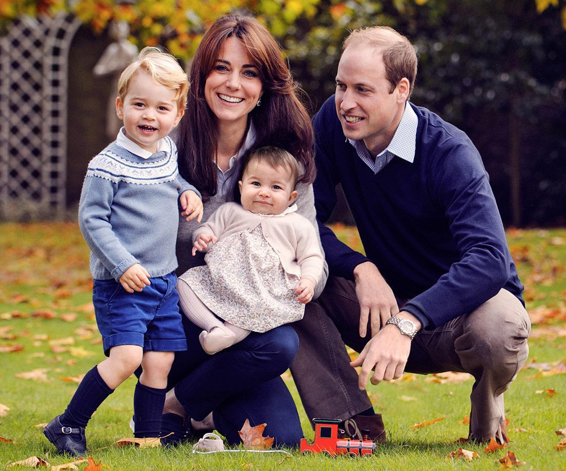 Under his watchful gaze, William is immersed in family life!