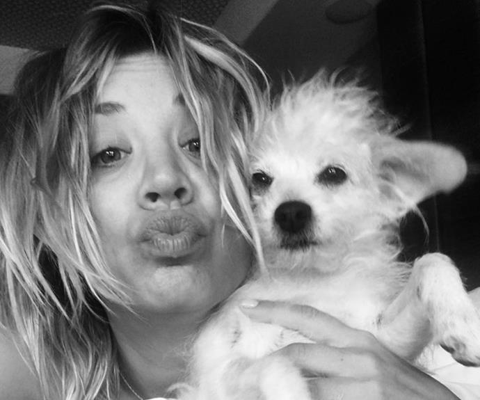 Kaley Cuoco has kept it natural for Instagram on more than one occasion, and this pic with her adorable pup is no exception.