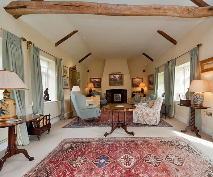 ....A royally cosy lounge room