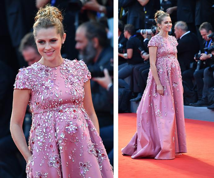 Teresa Palmer and her burgeoning baby bump were pretty in pink! **Watch the beauty talk about her baby's first kick in the next slide!**