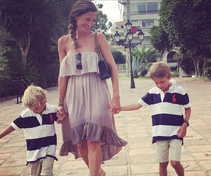 The 39-year-old spends time with her two sons. (pic/@rebeccaelizabethloos)