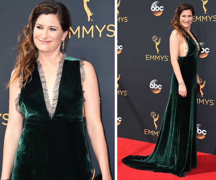 Actress Kathryn Hahn oozed confidence in this emerald green frock.