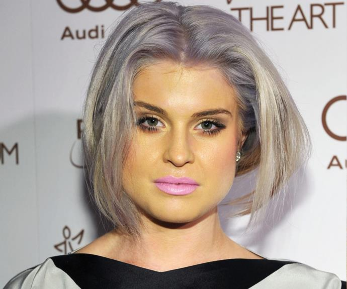 Kelly Osbourne must have had her make-up done in some dull lighting for this blunder to occur...