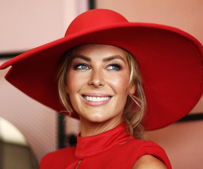 Jennifer Hawkins was a vision in scarlet.