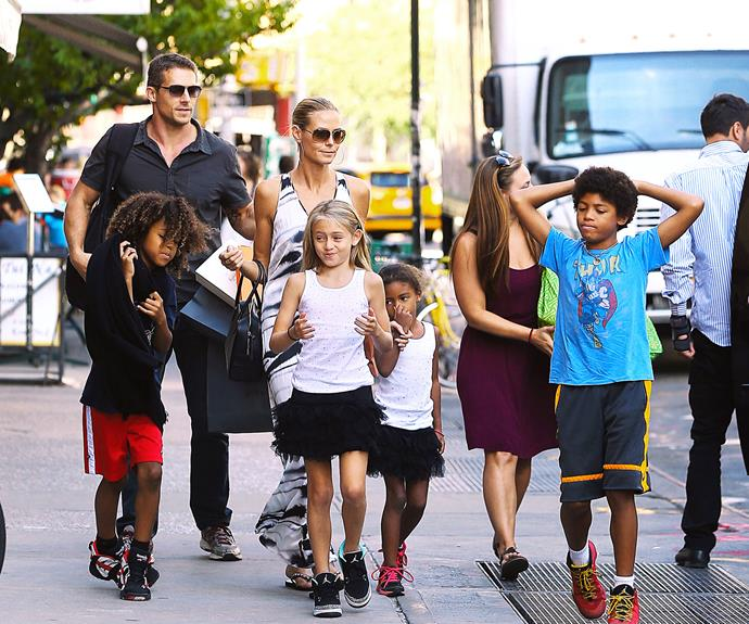 Super-stunner Heidi Klum takes her equally gorgeous brood window-shopping (and possibly present-picking!) in the Big Apple.