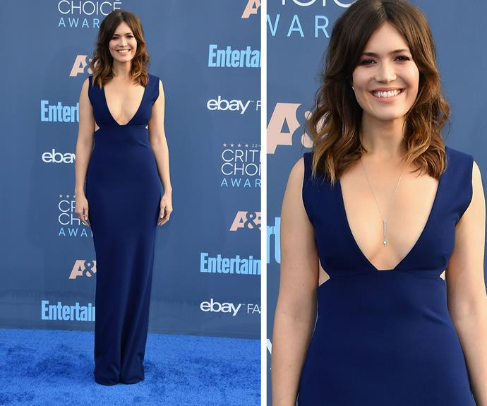 Mandy Moore kept things classic in this figure-hugging navy gown.