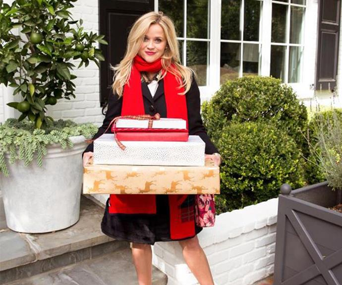 Reese Witherspoon does some last minute shopping.