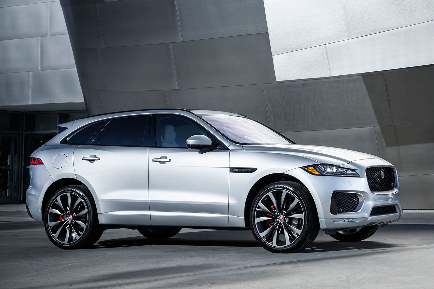 new 2016 jaguar f pace suv will double sales appeal to female buyers wheels. Black Bedroom Furniture Sets. Home Design Ideas