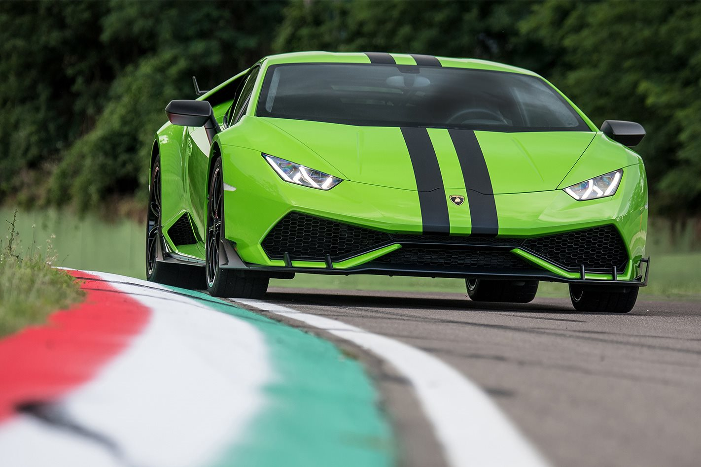New Lamborghini Huracan Aero Kit Adds Aesthetic Oomph
