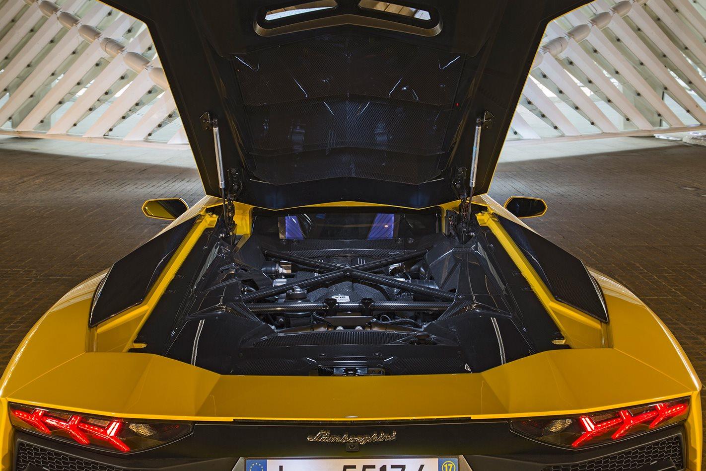 Lamborghini commits to V12 future