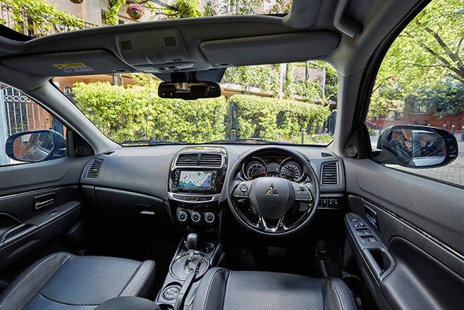 2017 Mitsubishi ASX interior