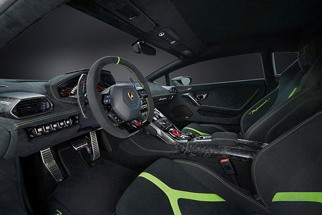 2017 Lamborghini Huracan Performante interior