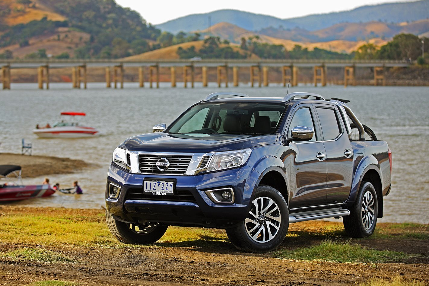 2017 nissan navara review. Black Bedroom Furniture Sets. Home Design Ideas